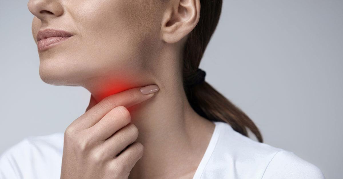 الفرق بين التهاب الحلق البكتيري والفيروسي ويب طب