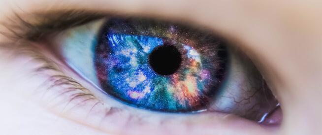 تغير لون العين: أسباب طبيعية وطرق جراحية