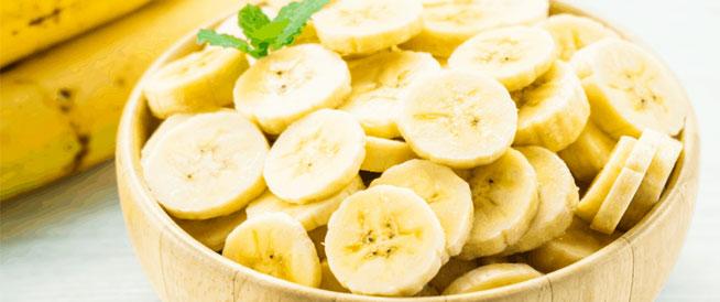 هذا ما يحدث في الجسم عند تناول الموز يومياً
