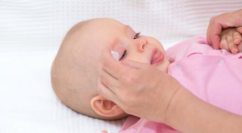 العين الوردية عند الأطفال