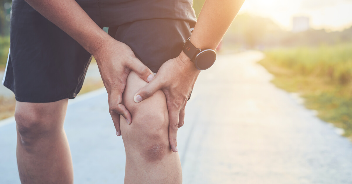 الام الركبة اليمنى أهم الأعراض والأسباب ويب طب