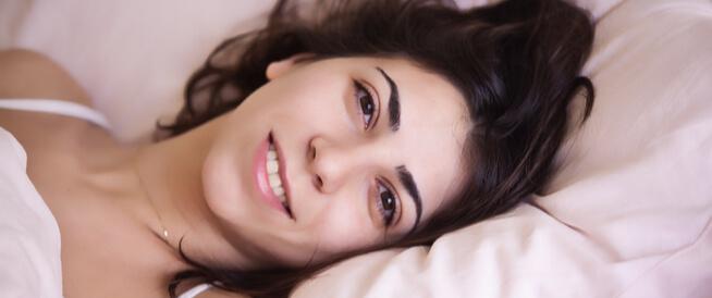 طريقة النوم الصحيحة بعد الولادة القيصرية ... ونصائح هامة