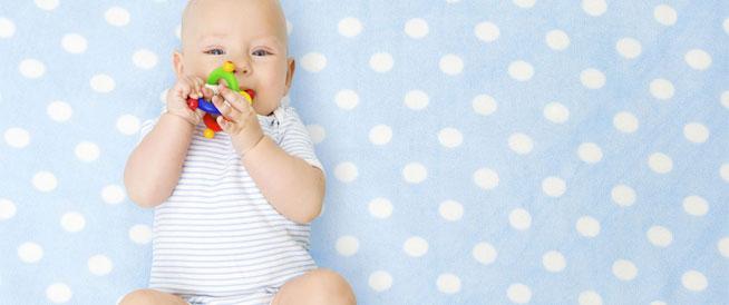 وصفات طبيعية لتخفيف آلام تسنين الطفل
