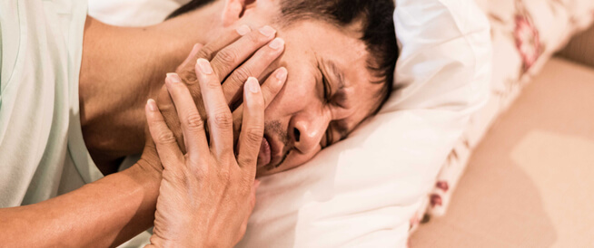 مرض أبو وجه: مرض غريب يسبب شلل الوجه