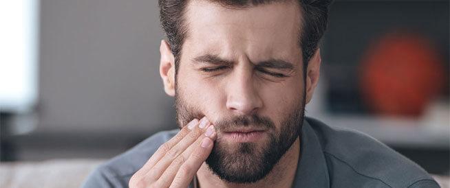 أسباب ضعف الأسنان وطرق طبيعية لتقويتها