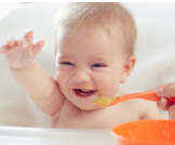 متى يأكل الرضيع؟