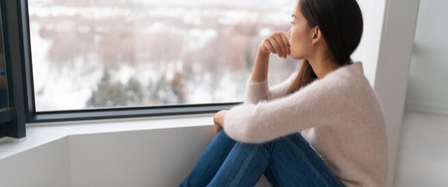 أعراض الاكتئاب الموسميّ وطرق علاجه