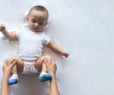 علاج الإمساك عند الرضع بعمر الشهرين
