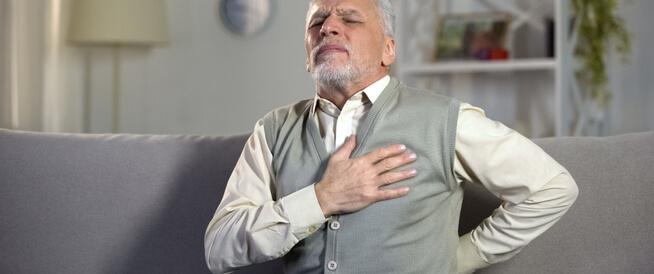 أسباب الألم في منتصف الظهر والصدر