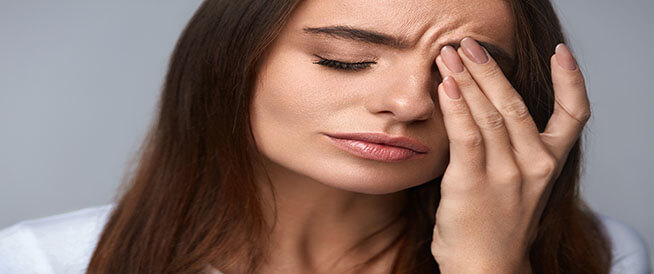 صداع العين اليسرى: ما أسبابه؟ و علاجه؟