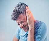 أسباب طنين الأذن المفاجئ