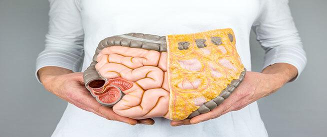 الفرق بين أعراض سرطان القولون والقولون العصبي