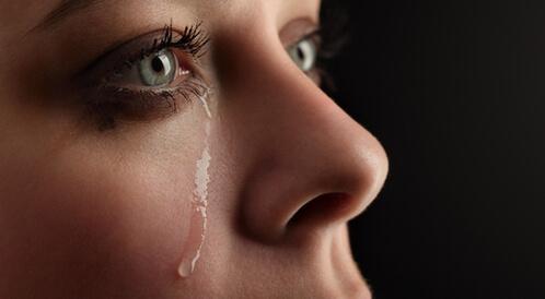 تعرف على فوائد الدموع وأنواعها