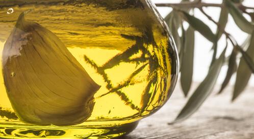 فوائد زيت الزيتون والثوم