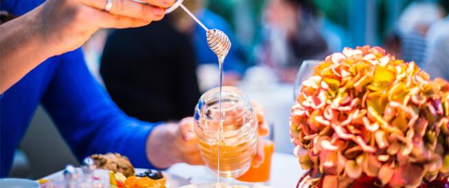 تعرف على علاج عسر الهضم بالعسل ويب طب
