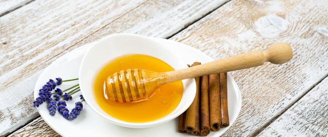 فوائد القرفة مع العسل