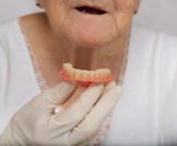 تركيب الأسنان المتحركة: دليلك الشامل