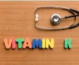 فوائد فيتامين K للبشرة
