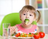 أطعمة وفيتامينات لتقوية مناعة الأطفال