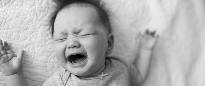 كيفية التعامل مع الطفل حديث الولادة كثير البكاء