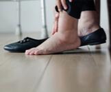 علاج تورم القدمين بالأعشاب وبطرق منزلية أخرى