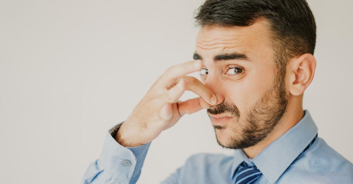 أسباب رائحة الغازات الكريهة ويب طب