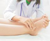 تورم القدمين بعد الولادة: أسبابه وعلاجه