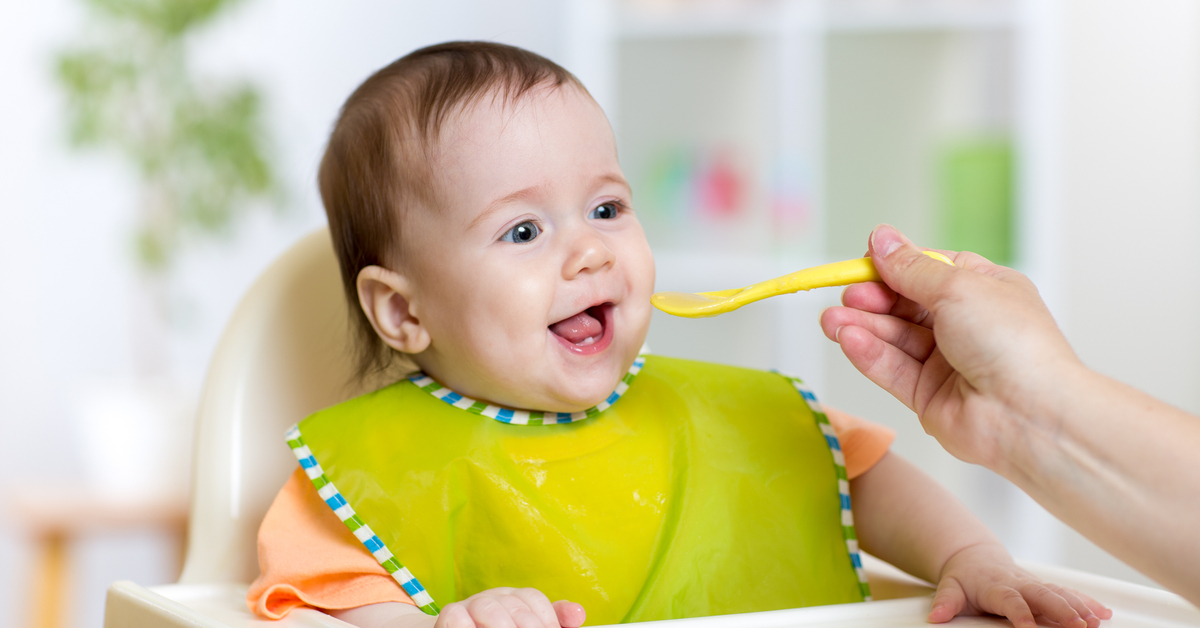 ماذا تعرف عن أكل الأطفال الرضع ويب طب