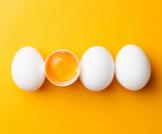 هل البيض يرفع الضغط أم يخفضه؟