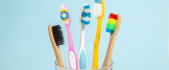 كيف يمكن تنظيف فرشاة الأسنان
