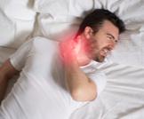 ألم الرقبة بعد النوم: أسباب وعلاج