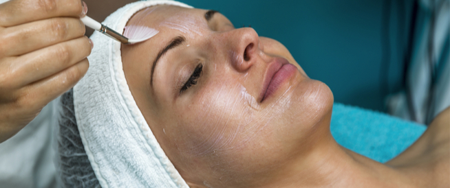 أضرار تقشير الوجه: تعرّف عليها