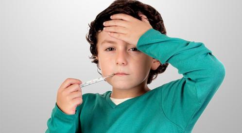 طرق لانخفاض درجة حرارة الطفل بعد ارتفاعها ويب طب
