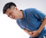 ما هي أعراض تعفن المعدة عند الكبار؟