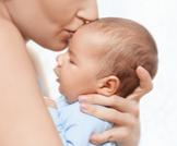 مساعدة الرضيع على التبرز والإخراج