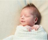 متى ينام الرضيع نوم متواصل؟