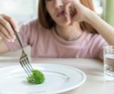 تعرف على أضرار عدم الأكل
