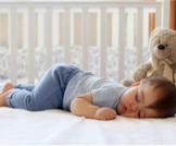 كيف يمكن تنظيم نوم الرضيع