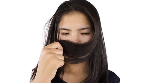 رائحة الشعر الكريهة: كيف تتخلص منها