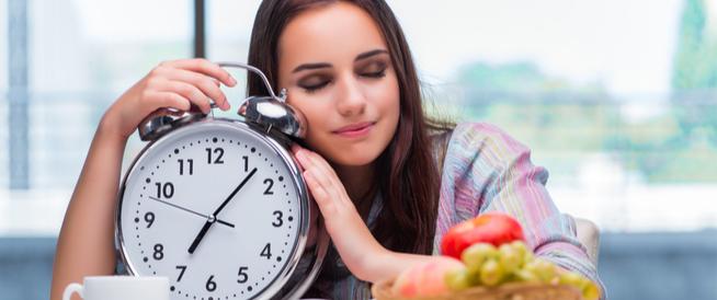 أطعمة تساعد على النوم
