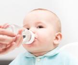 الماء والسكر لحديثي الولادة