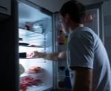 أضرار الأكل قبل النوم