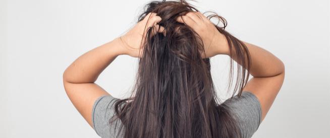 جفاف فروة الرأس: أسباب وأعراض وعلاجات