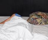أضرار النوم بدون وسادة