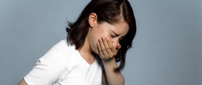 أسباب القيء المفاجئ عند الكبار والصغار ويب طب