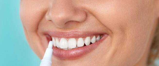 قلم تبييض الأسنان وطرق منزلية أخرى لتبييض الأسنان