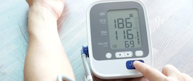 تأثير ارتفاع ضغط الدم على العين ويب طب