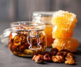 فوائد الجوز مع العسل