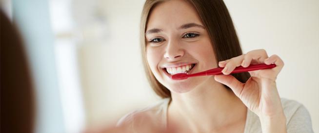 معجون تبييض الأسنان: هل ينافس في فوائده التبييض في العيادة؟