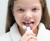 بلع معجون الأسنان: مخاطر ومحاذير